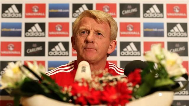 Football - Strachan wants to ease angst