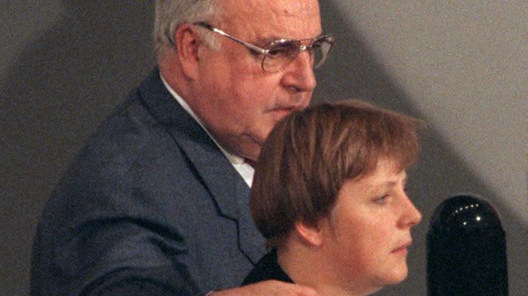 Noch hat es kein Bundeskanzler geschafft, seinen Abschied selbstbestimmt einzuleiten. Auch Angela Merkel droht an dieser Aufgabe zu scheitern.