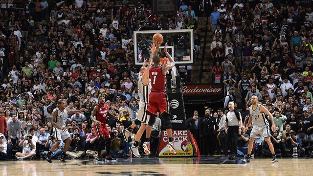 Basketball - Bosh basket gives Heat final-second win