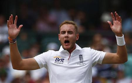 England's Stuart Broad reacts after catch was nearly taken from Australia's David Warner during the first day of the fifth Ashes cricket test match in Sydney January 3, 2014. REUTERS/David Gray