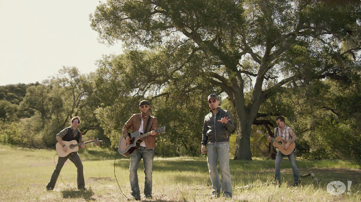 LoCash Cowboys: Chase A Little Love