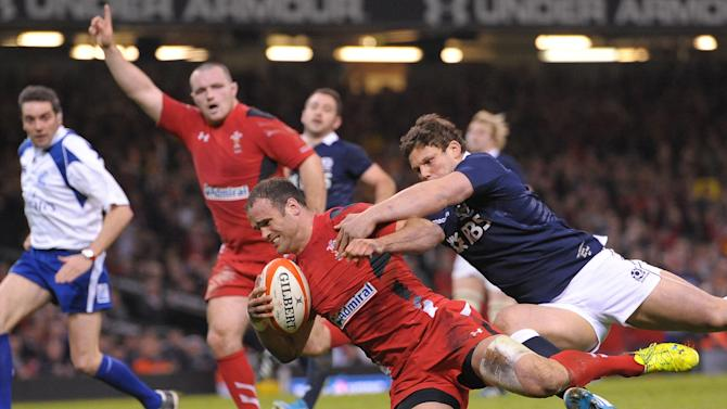 Wales' Jamie Roberts, center, scores a try during the Six Nations rugby union match between Wales and Scotland at the Millennium Stadium, Cardiff, Wales, Saturday, March 15, 2014. (AP Photo/Tim Ireland, PA Wire) UNITED KINGDOM OUT - NO SALES - NO ARCHIVES