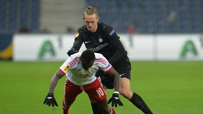 Salzburg's Sadio Mane, right, and Esbjerg's Kian Hansen challenge for the ball  during the Europa League group C soccer match  between Red  Bull Salzburg and Esbjerg fB  in Salzburg , Austria, Thursday, Dec  12, 2013
