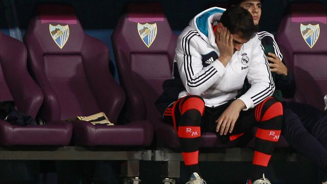 Liga - Mourinho drops Casillas as Malaga beat Real Madrid