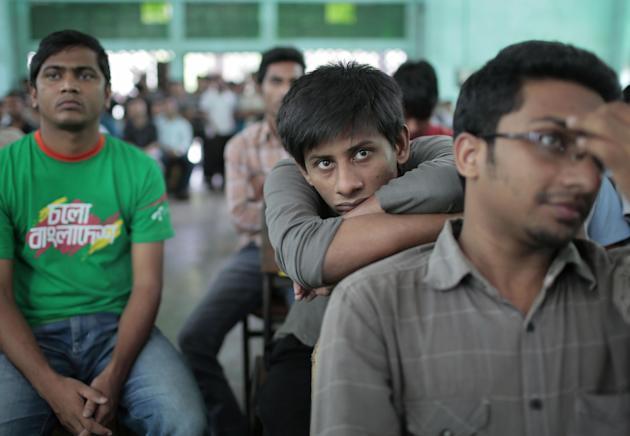 Bangladeshi students at the Dhaka University watch on television the cricket world cup final between Australia and New Zealand in Dhaka, Bangladesh, Sunday, March 29, 2015. (AP Photo/ A.M. Ahad)