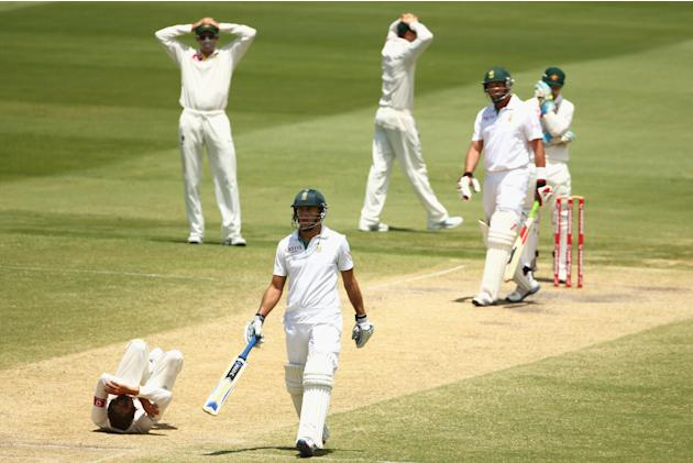 ADELAIDE, AUSTRALIA - NOVEMBER 26:  Nathan Lyon of Australia reacts after dropping a return catch from Jacques Kallis of South Africa during day five of the Second Test Match between Australia and Sou