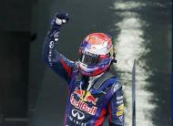 Red Bull Formula One driver Sebastian Vettel of Germany celebrates winning the Korean F1 Grand Prix at the Korea International Circuit in Yeongam, October 6, 2013. REUTERS/Lee Jae-Won