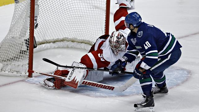 Ice Hockey - Canucks win shootout against Red Wings to clinch play-off berth
