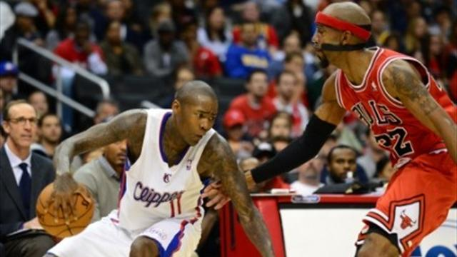 Basketball - High-flying Clippers pacify toothless Bulls
