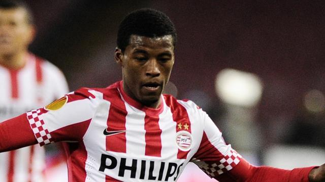 European Football - Mertens leads PSV back to the top of the table