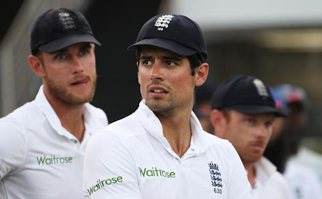Cricket: England's Stuart Broad, Alastair Cook and Ian Bell look dejected during the post match presentations