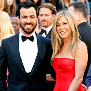 "Jennifer Aniston, Justin Theroux Are ""Madly in Love,"" Wedding Still On"
