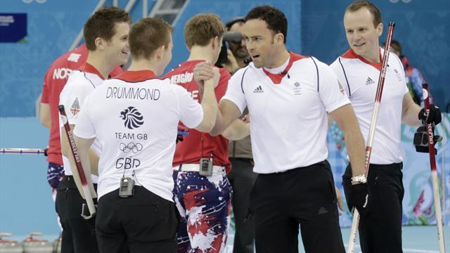 Curling - Murdoch pounces on Sweden error to send Britain into final