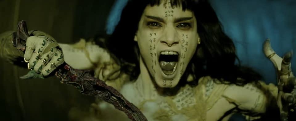 <p>九、蘇菲亞波提拉(Sofia Boutella):《金牌特務》首集電影中以一雙剪刀腳而爆紅,阿爾及利亞女星蘇菲亞波提拉原本是舞者出身,更曾擔任瑪丹娜的專屬舞者,轉換跑道當演員之後依然懂得發揮自身長才,一雙修長美腿和靈活動作讓她闖盪起大銀幕來無往不利。2017年不僅與阿湯哥合演新版《神鬼傳奇》,風格動作片《極凍之城》中也可以見到她的身影。選片眼光獨到的蘇菲亞波提拉,儼然在性感長腿明星界佔有一席之地。(圖片來源:蘇菲亞波提拉臉書) </p>