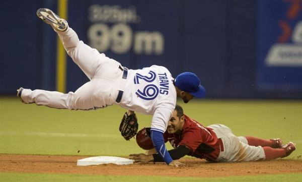 Schumaker double lifts Reds over Jays 2-0 before 46,000 in Big O