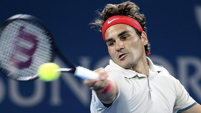 Tennis - Federer storms into Brisbane semis