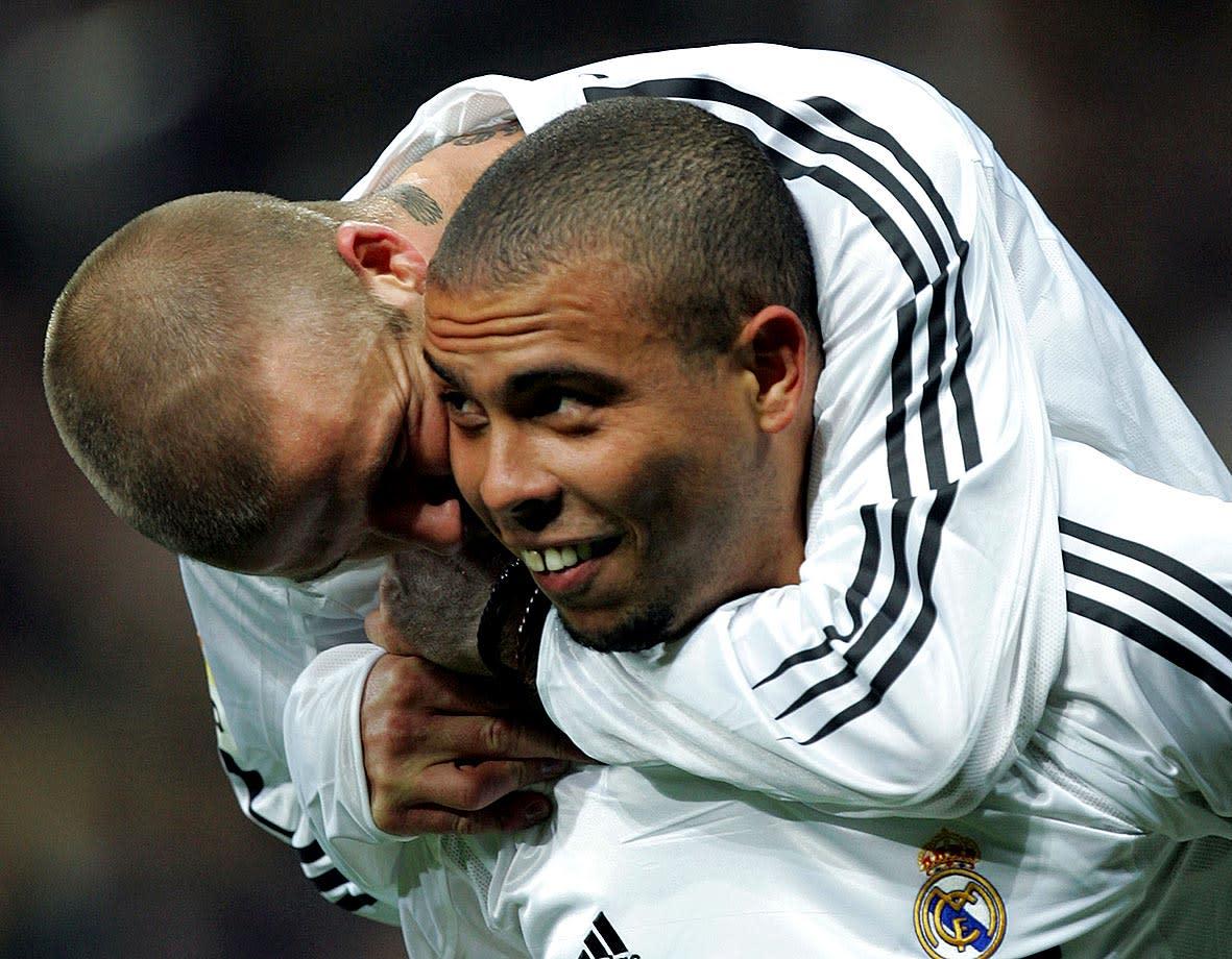 <p>六、巴西球星羅納度(Ronaldo),客串《疾風禁區2:實現夢想》:羅納度是知名巴西球員,同時也是世界球壇上的傳奇巨星之一。他因強悍恐怖的攻擊力,而被世間封為「外星人」,並曾三度當選世界足球先生,也為巴西奪得了兩次世界盃冠軍。他更在1998年當選世界盃最佳球員,2002年獲得世界盃金靴獎。羅納度曾在知名足球電影《疾風禁區》中客串演出,而《疾風禁區》系列三部曲幾乎每集都請到了知名球星客串演出,熱愛足球的觀眾千萬不可錯過。(圖片來源:《疾風禁區2:實現夢想》劇照) </p>