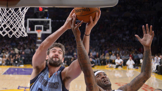 Grizzlies beat Lakers 102-90; stay in playoff hunt