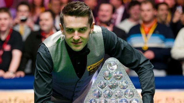Snooker - Selby repels Robertson to lift third Masters crown