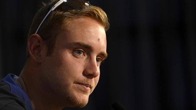 Cricket - England drop Broad in favour of Finn