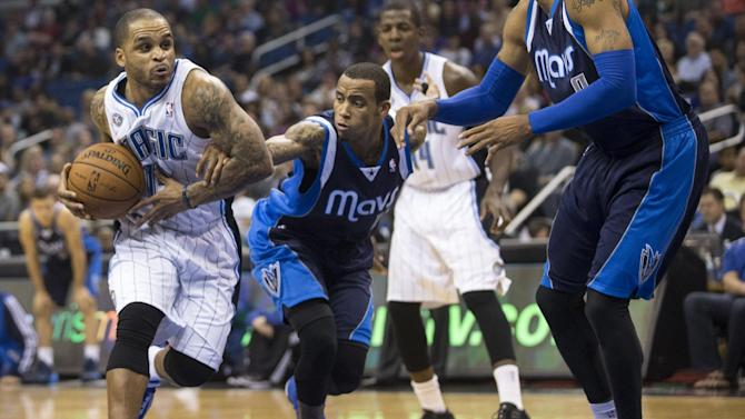 Orlando Magic's Jameer Nelson, left, dribbles while defended by Dallas Mavericks' Monta Ellis during the first half of an NBA basketball game in Orlando, Fla., Saturday, Nov. 16, 2013
