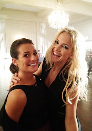 FIRST PIC: Kate Hudson Bonds With Lea Michele on Glee Set