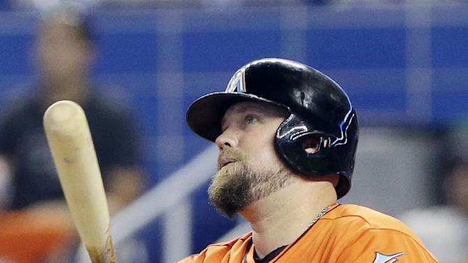 Hand outpitches Lincecum and Marlins beat SF 3-2