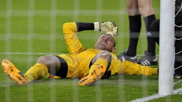 Bundesliga - Spurs keeper Gomes breaks hand on loan at Hoffenheim