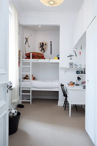 What a fun room! And ladder on the bunk beds!