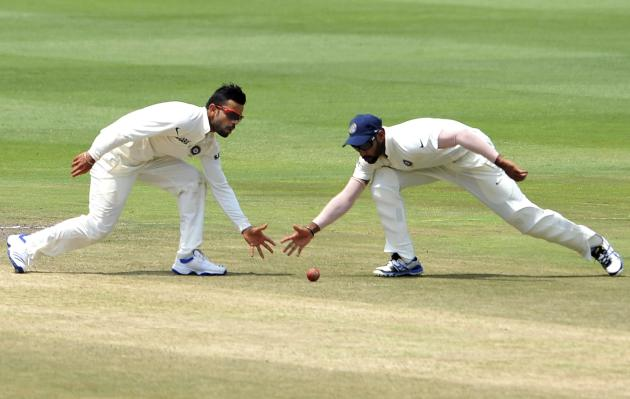 India's Kohli and Dhawan field the ball during the final day of their test cricket match against South Africa in Johannesburg