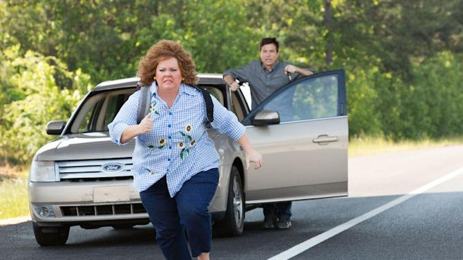 "This undated publicity image released by Universal Pictures shows Jason Bateman, background, and Melissa McCarthy in a scene from, ""Identity Thief."" (AP Photo/Universal Pictures)"
