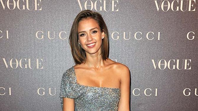 Jessica Alba Paris Fashion Week jpg