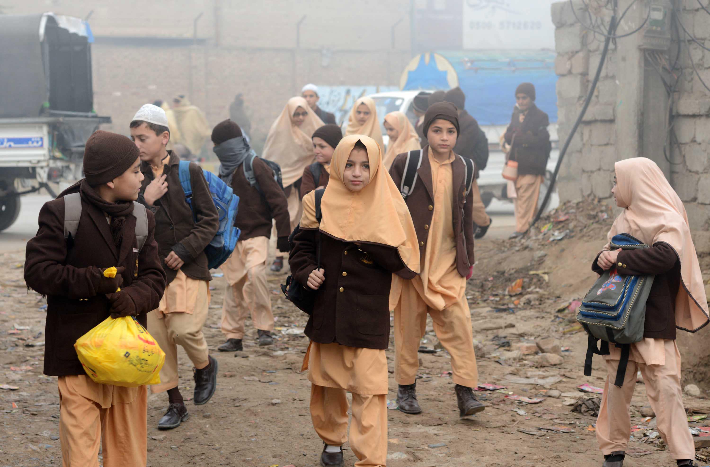 Pakistan slammed for resuming executions after school massacre
