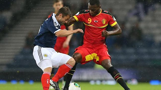 Christain Benteke of Belgium (R) vies with Shaun Maloney of Scotland (AFP)