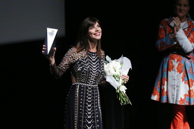 La española Maribel Verdú es la estrella de la alfombra roja del festival Sanfic