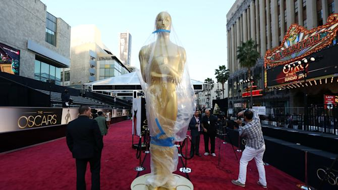 A statue in the likeness of an Oscar award is displayed on the red carpet for the 85th Academy Awards in Los Angeles, Saturday, Feb. 23, 2013. The Academy Awards are scheduled for Sunday, Feb. 24, 2013. (Photo by Matt Sayles/Invision/AP)