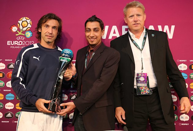 Man-of-the-match Pirlo, S'porean Vishal Singh and Peter Schmeichel. (Carlsberg photo)
