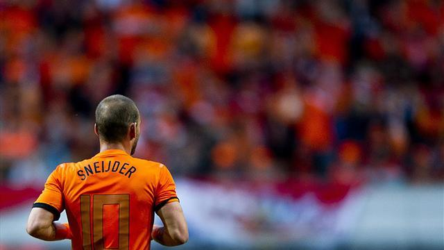World Cup - Sneijder to start for Dutch despite fitness concerns