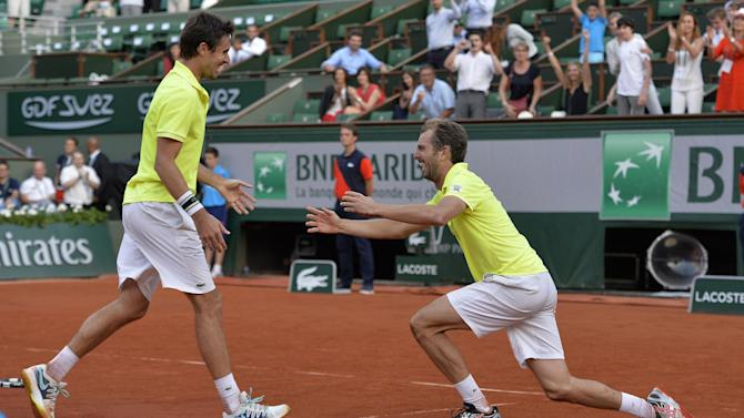 French Open - Frenchmen Benneteau and Roger-Vasselin win Paris doubles title