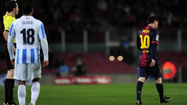 Liga - Sloppy Barca held by 10-man Malaga