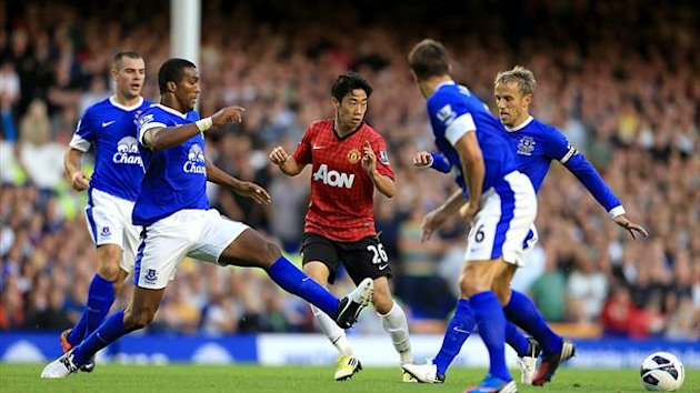 Manchester United's Shinji Kagawa (centre) in action against Everton's Sylvain Distin and Phil Neville (PA Photos)