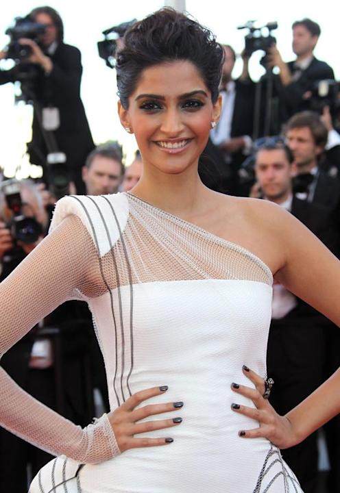 Sonam walks the red carpet-379-13775