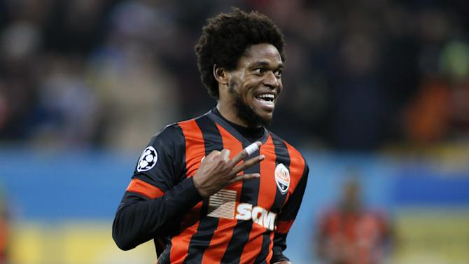 Serie A - Official: AC Milan sign Luiz Adriano