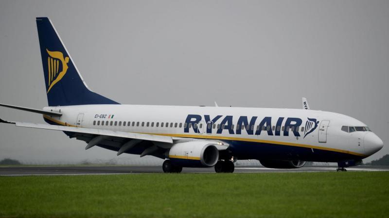 La stretta Ryanair sui bagagli a mano: dal 15 gennaio tutti in stiva