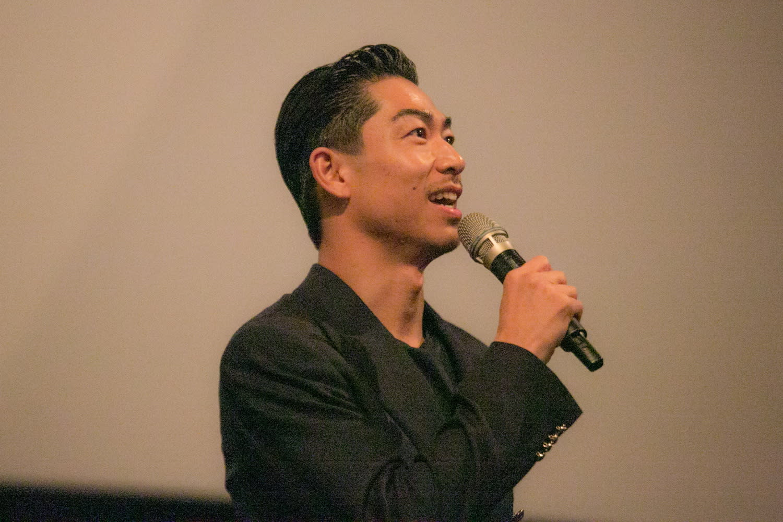 Akira也在《這條路上:百年童謠的誕生》電影首映會閃亮現身,讓全場爆滿粉絲們驚聲尖叫,爭相一睹偶像丰采。