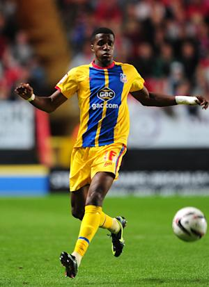 Wilfried Zaha is staying at Crystal Palace, says manager Dougie Freedman