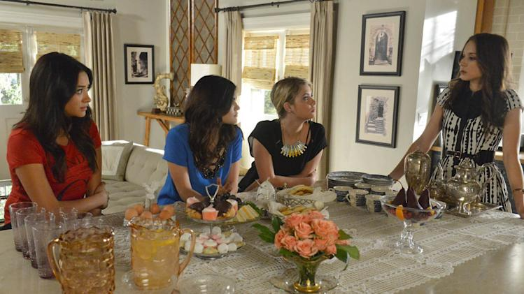 """Pretty Little Liars"" -- ""A dAngerous gAme"" SHAY MITCHELL, LUCY HALE, ASHLEY BENSON, TROIAN BELLISARIO"