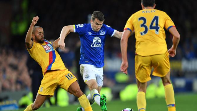 Everton's Seamus Coleman in action with Crystal Palace's Andros Townsend
