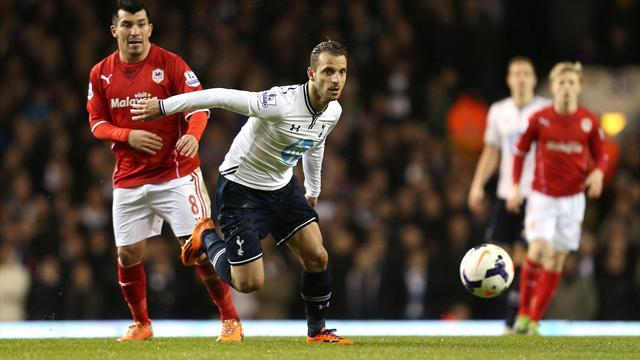 Premier League - Soldado strikes to secure Spurs points