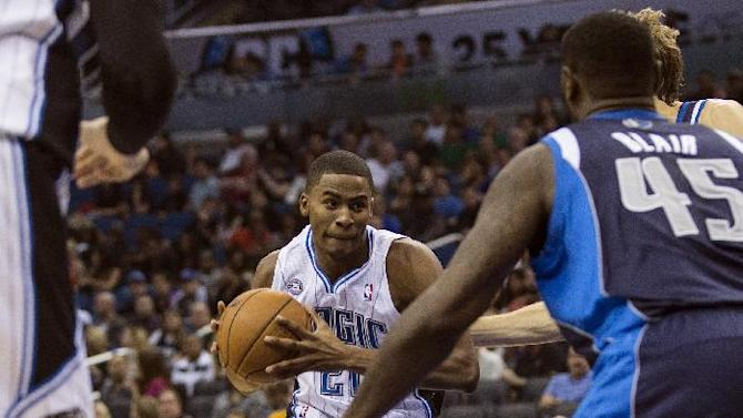 Orlando Magic's Maurice Harkless, center, drives up the middle of the Dallas Mavericks defense during the first half of an NBA basketball game in Orlando, Fla., Saturday, Nov. 16, 2013